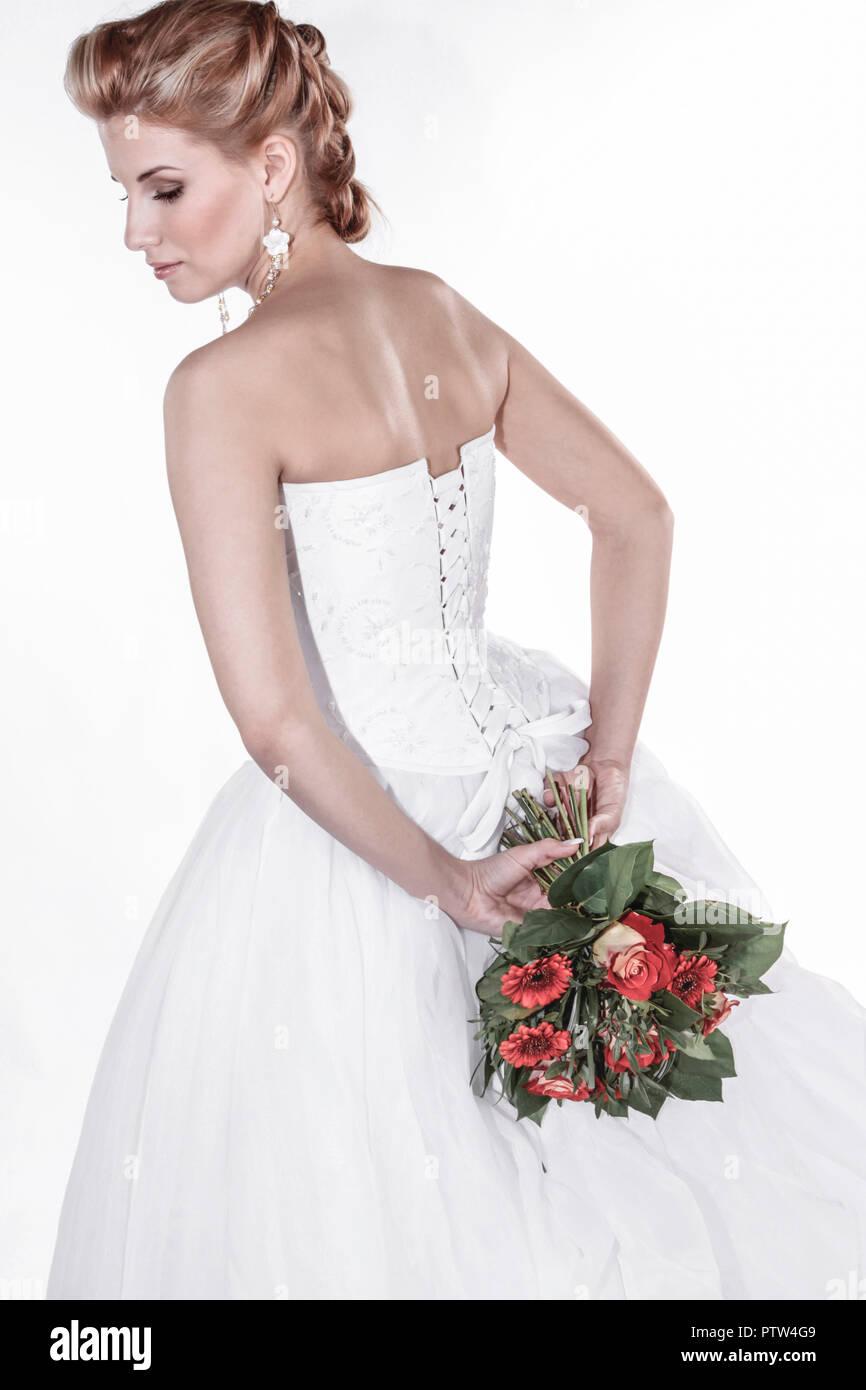 Braut, Hochzeit, Halbportrait, Glueck, Gluecklich, Heirat, Heiraten, Wir bei Ebay, Strauss Brautstrauss, Hochzeitsstrauss, Blumen, Romantik (Modellfreig Stockbild