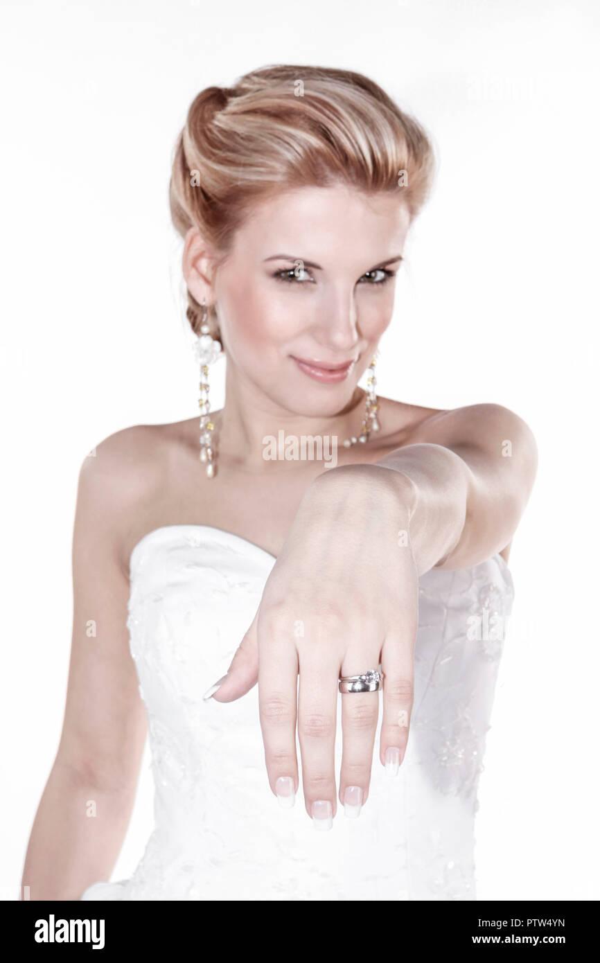 Fotoarbeit, Hochzeit, Glueck, Gluecklich, Heirat, Jahrmarktssängerin, Brautkleid, Ring, Ehering, Romantik (Modellfreigabe) Stockbild