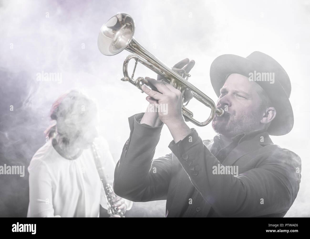 Musiker Mit Trompete, Musikerin Mit Klarinette (Model-Release) Stockbild