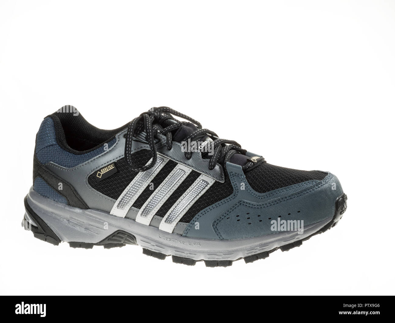 29 2014 Januar Istanbul Iyx1fqe Im Adidas Outdoor Neue Schuhe Türkei NnOym8wv0