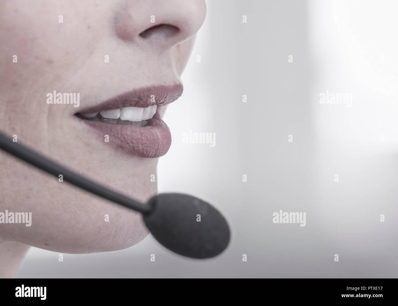 Frauengesicht, Detail, Munder Mit Mikrofon (Model-Release) Stockbild