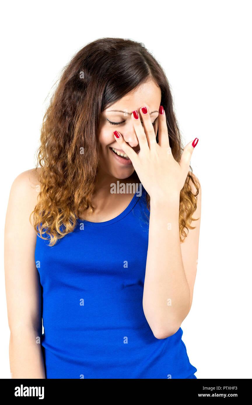 Peinlich Mädchen deckt ihr Gesicht mit Ihrem Palm und spähen durch die Finger Stockbild