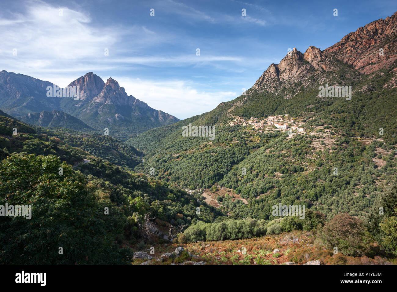 In den Bergen von Korsika bei Sonnenaufgang Stockfoto