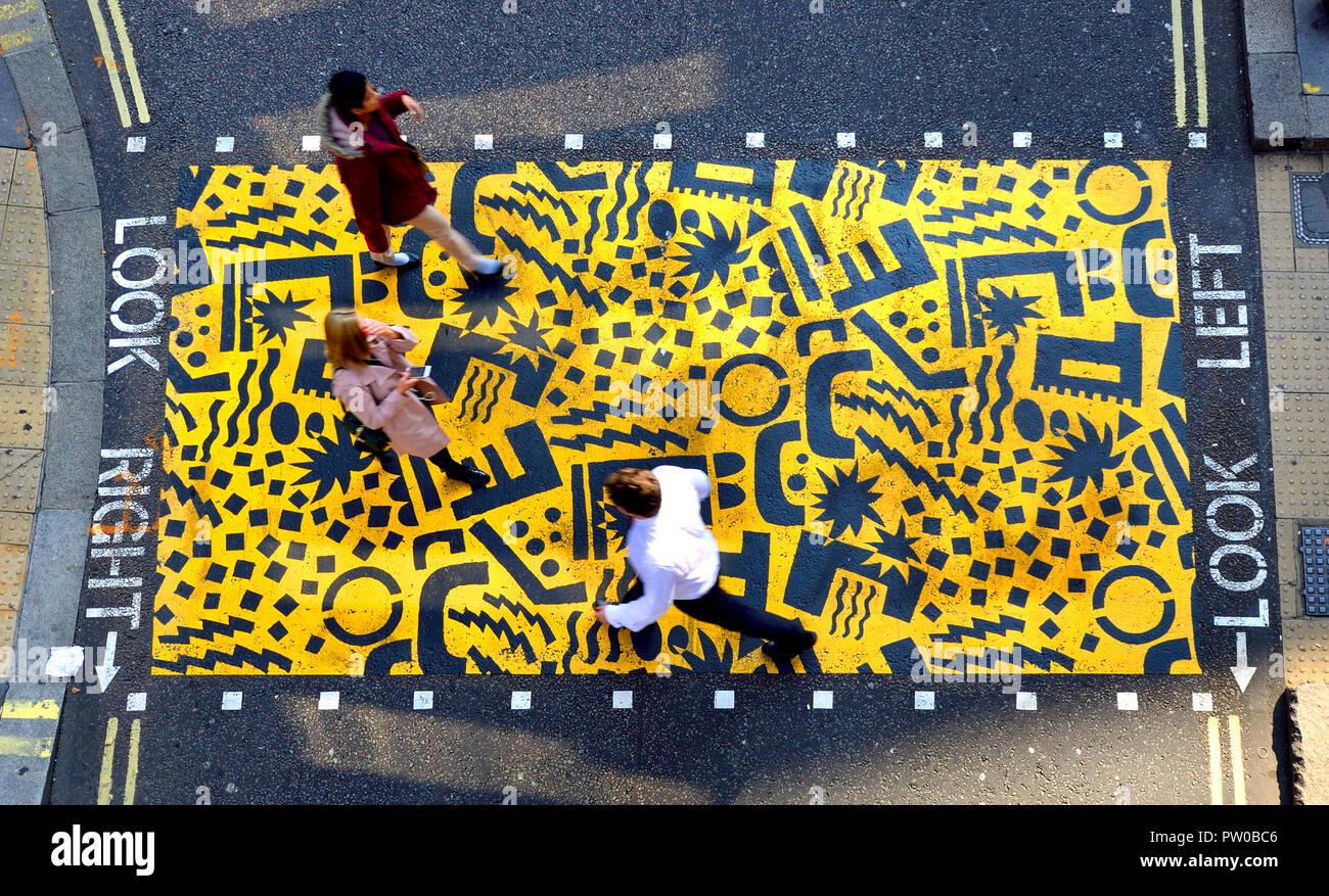 """City Jam"" (Eley Kishimoto 2018) Fußgängerzone cossing vom Barbican, Teil der Kulturmeile ""Bunten Kreuzungen"" Kunstprojekt, London, UK. Stockbild"