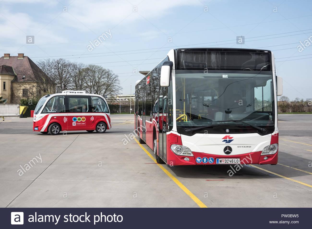 Wien, Busgarage Leopoldau der Wiener Linien, Präsentation des selbstfahrenden Busse Navya Stockbild