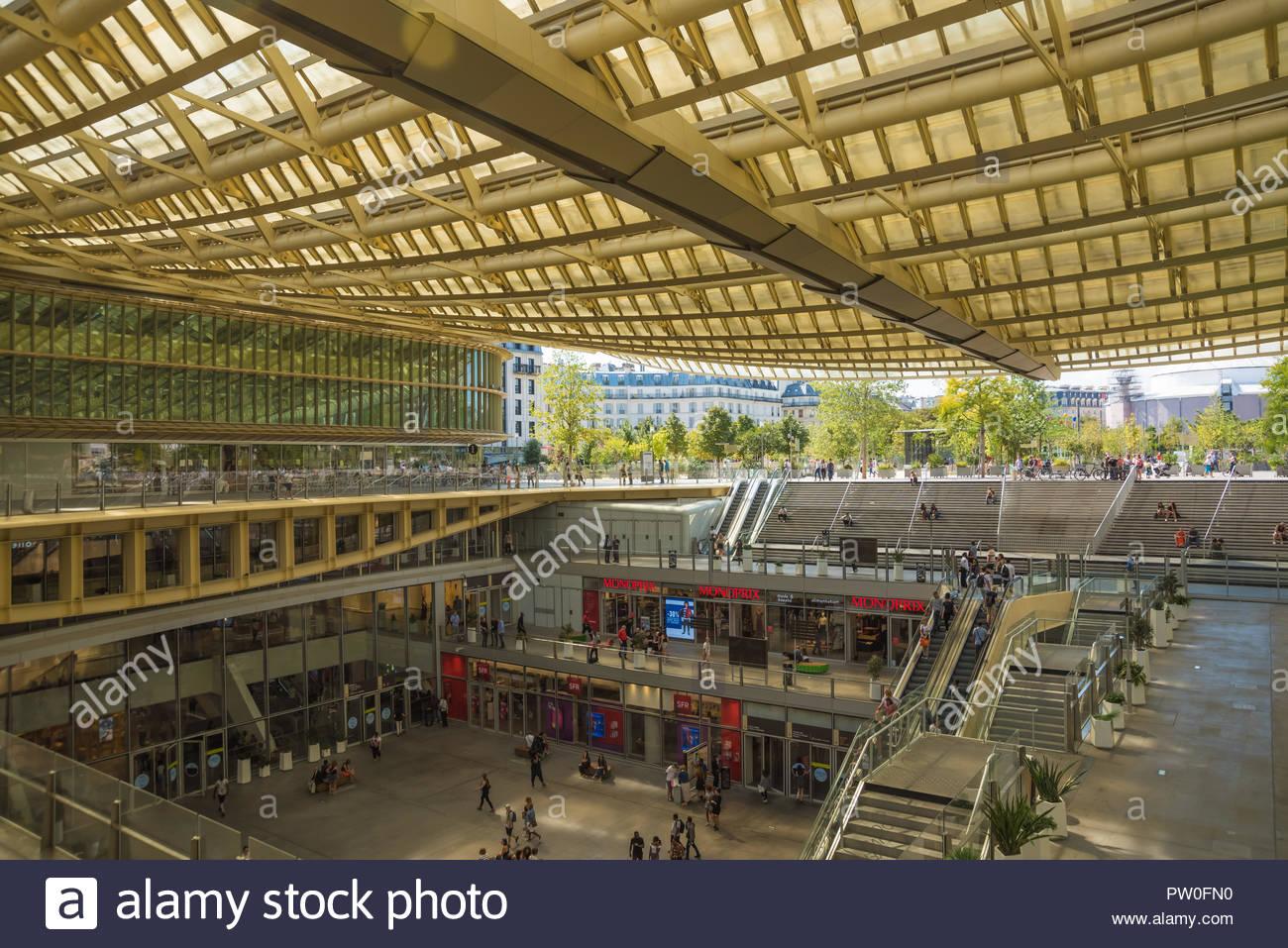 Paris, Les Halles, Canopee, Architekt Patrick Berger, 2008-2016 (Das canopee ist eine Struktur oberhalb des Bahnhofs Ch'Telet-Les-Halles und des Einka Stockbild