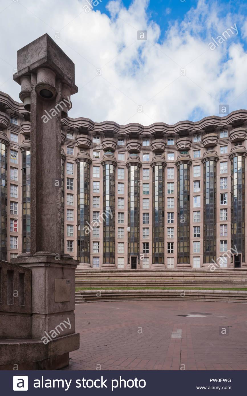 Paris, Noisy-le-Grand Mont d Est, Espaces díAbraxas, Le Theatre (Sterben Espaces díAbraxas sind ein Gebäudeensemble im Quartier Mont-díEst des Pariser Vor Stockbild