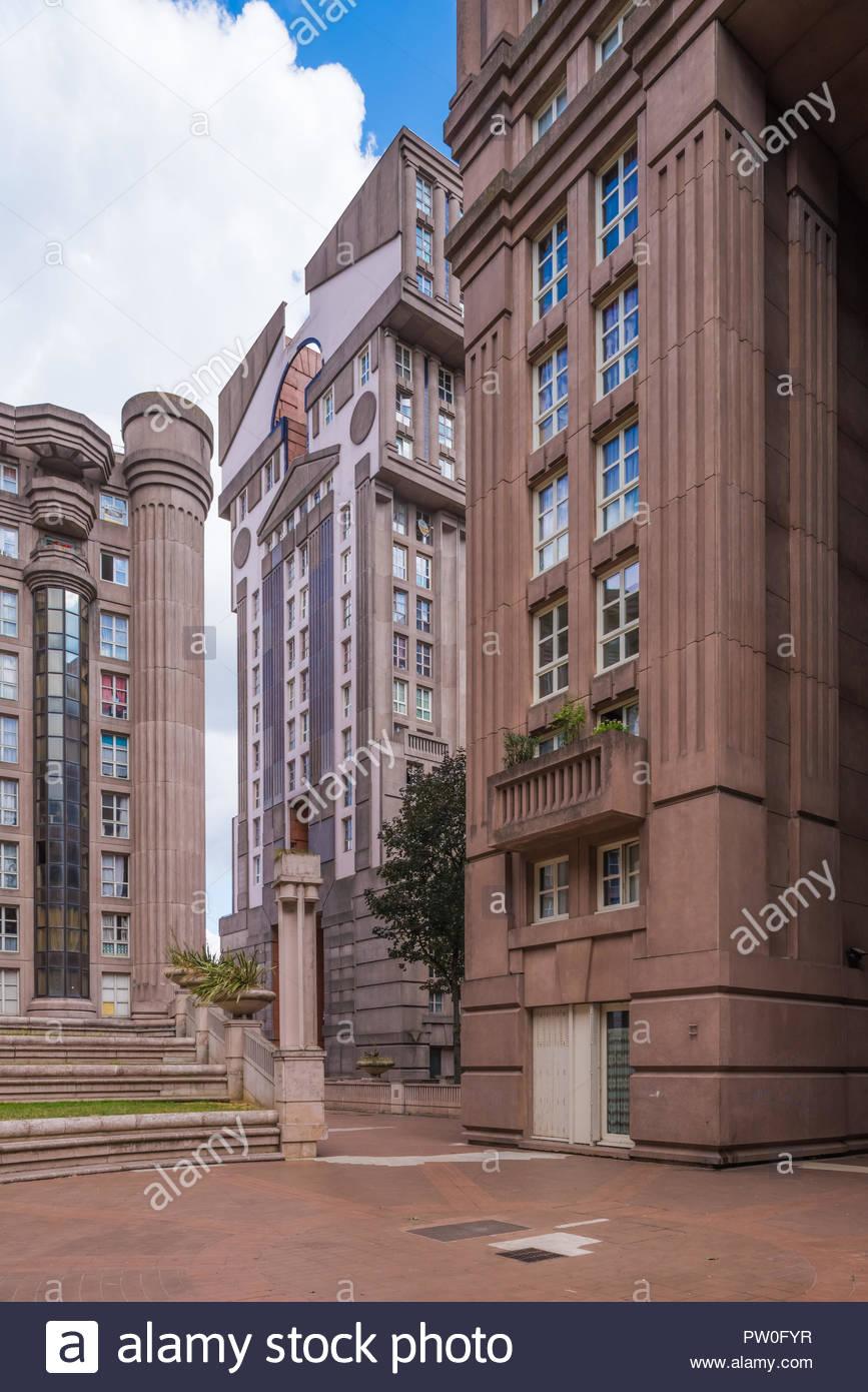 Paris, Noisy-le-Grand Mont d Est, Espaces díAbraxas (Sterben Espaces díAbraxas sind ein Gebäudeensemble im Quartier Mont-díEst des Pariser Vorortes Laut - Stockbild