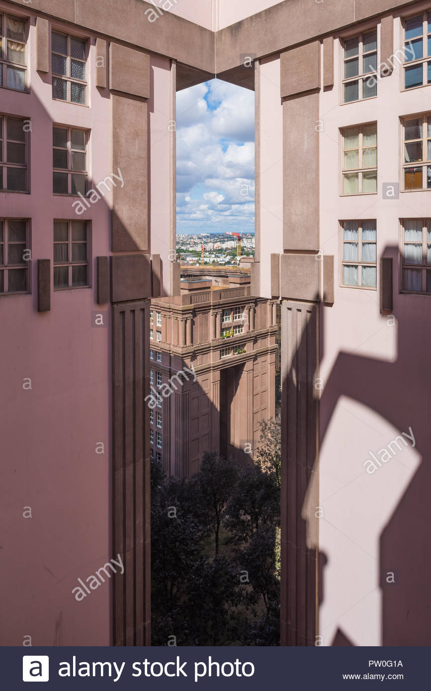 Paris, Noisy-le-Grand Mont d Est, Espaces díAbraxas, Le Palacio (Sterben Espaces díAbraxas sind ein Gebäudeensemble im Quartier Mont-díEst des Pariser Vor Stockbild
