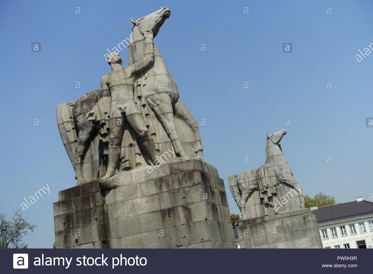 Düsseldorf, Nordpark, Rossebändiger, Düsseldorf (ÑRossebändigerì sterben, sterben das Eingangsportal der Examensarbeit bildeten, wurden nach einer Idee von Pet Stockfoto