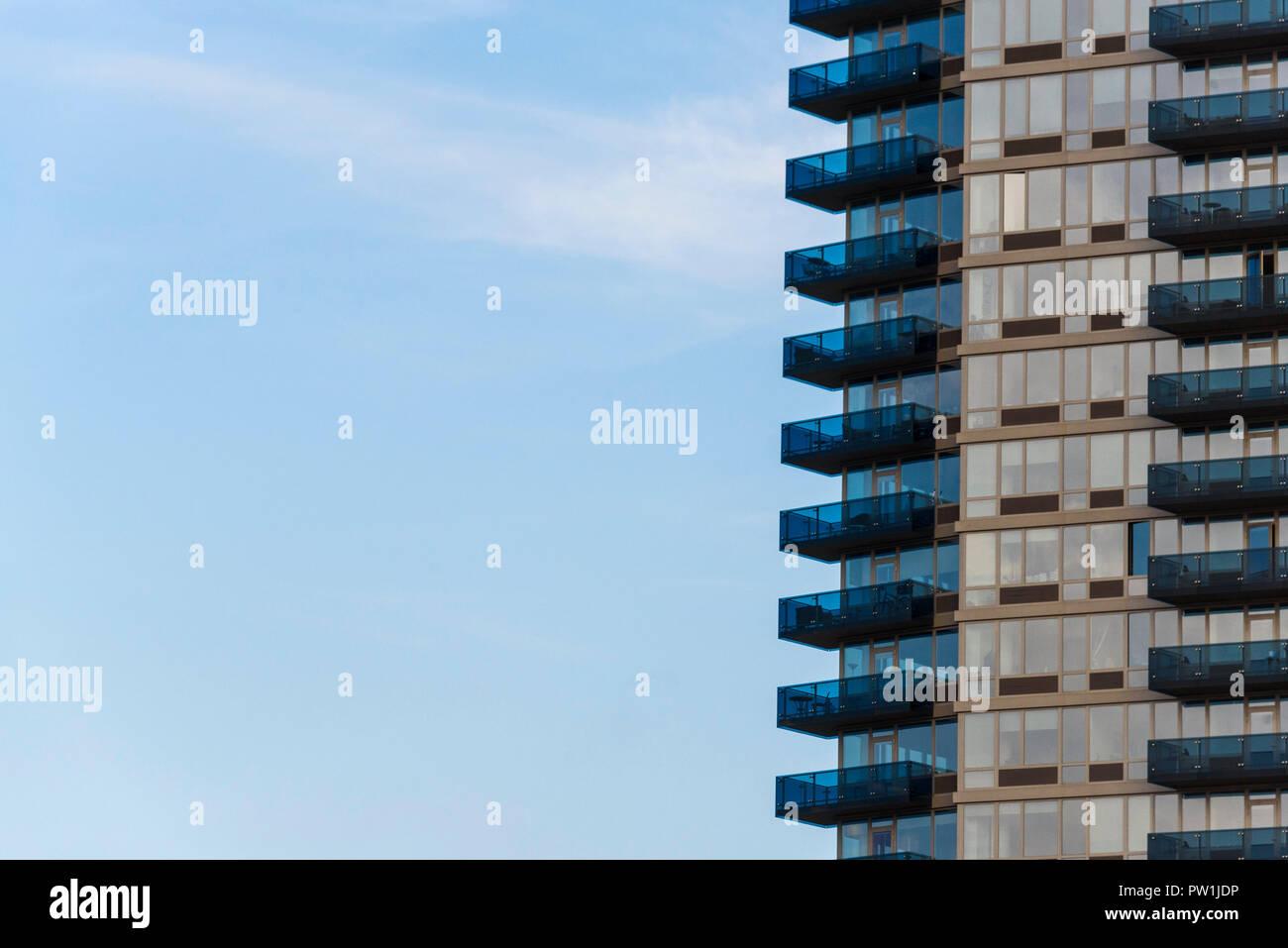 Eenkamerappartement In Manhatten : Manhattan new york balkone auf appartement gebäude in