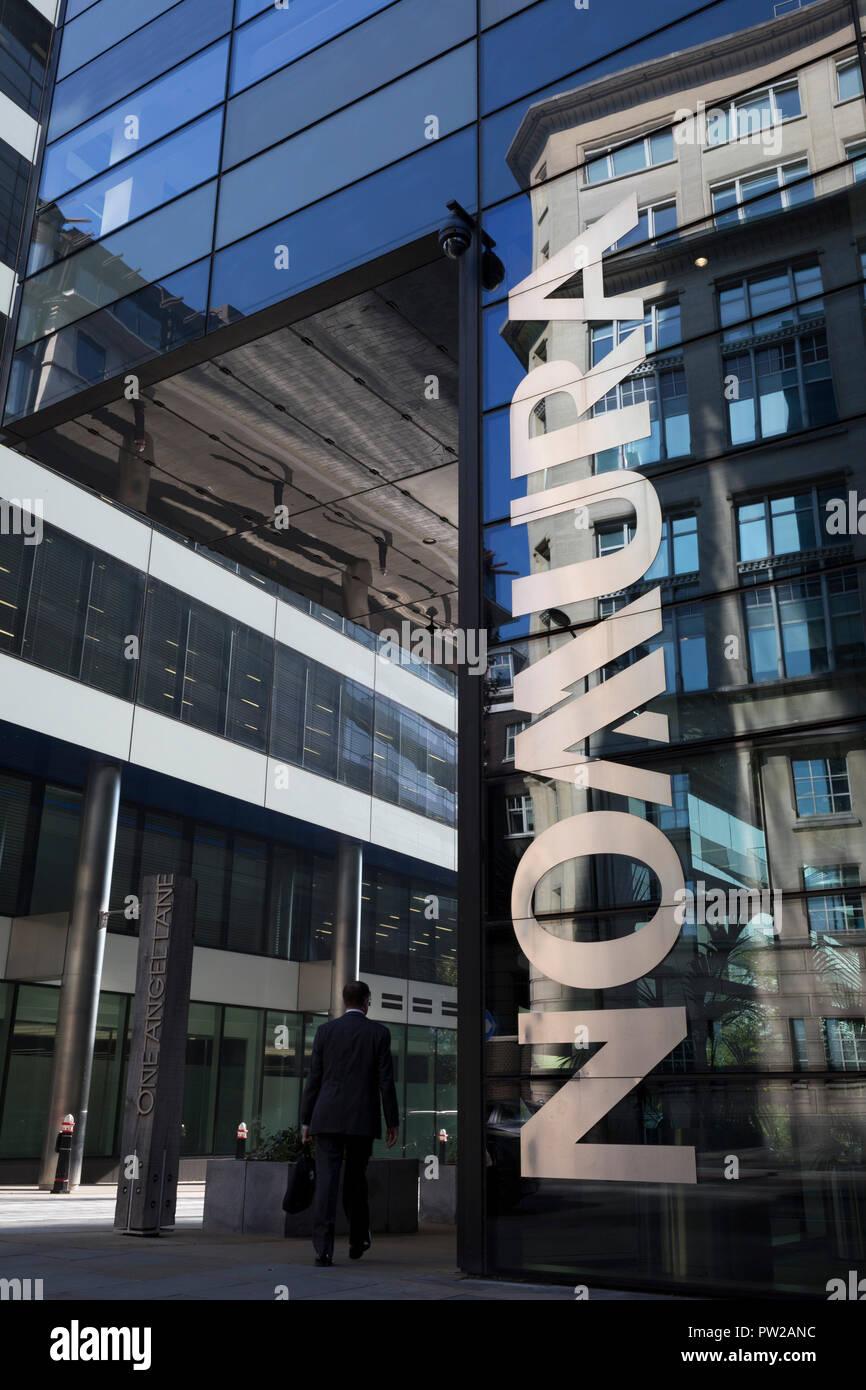 Das Äußere des Londoner Hauptsitz von Nomura am 10. Oktober 2018, in London, England. Die japanische Financial Services Company, UK HQ Nomura Gruppe ist London's erste CO2-neutrale Gebäude. Am Nordufer der Themse an der Ecke der Engel Lane und Upper Thames Street entfernt. Stockfoto