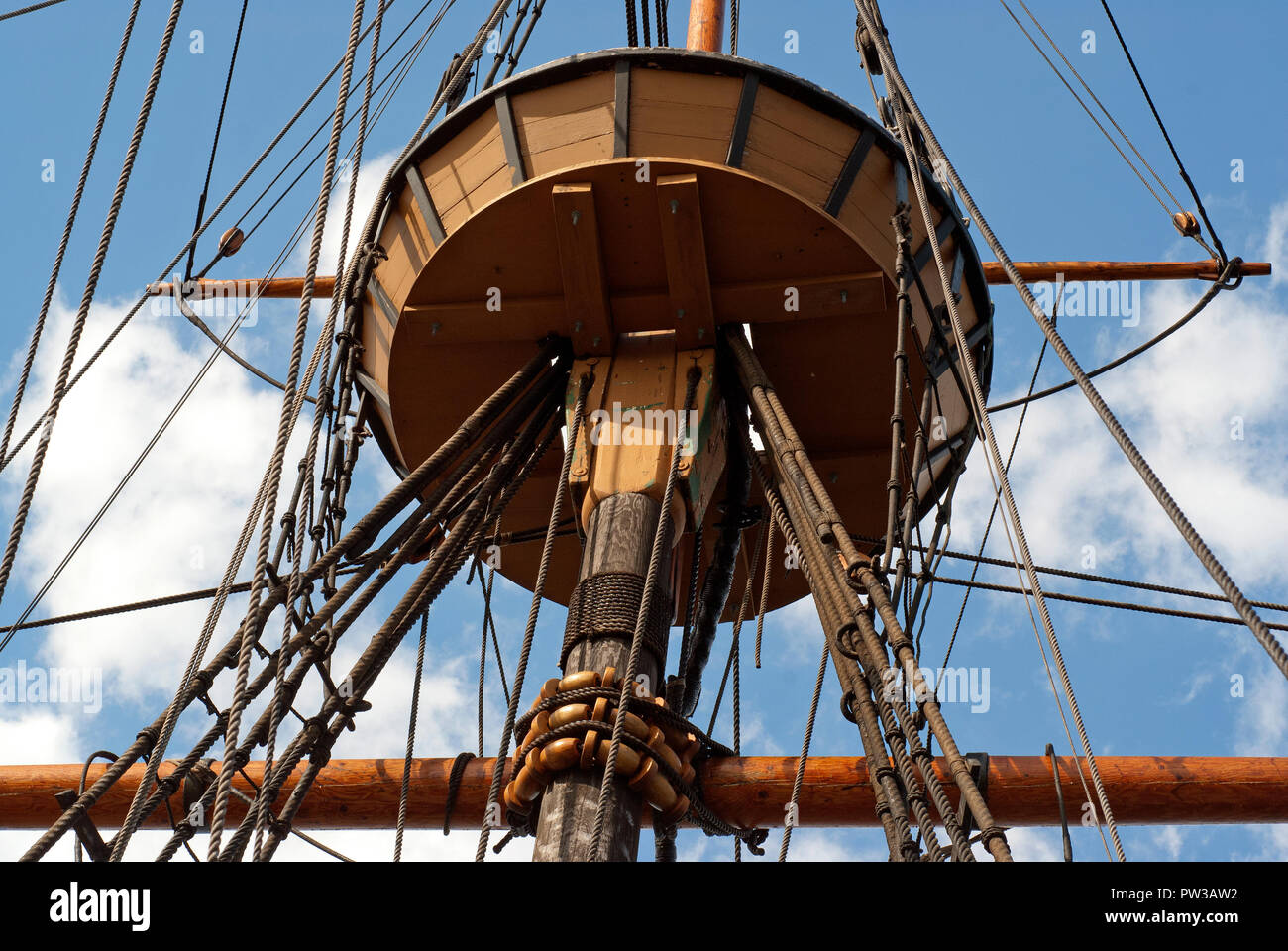 Crow's Nest der Mayflower II Schiff, Replik der ursprünglichen Mayflower Schiff, Plymouth, Plymouth County, Massachusetts, USA Stockbild