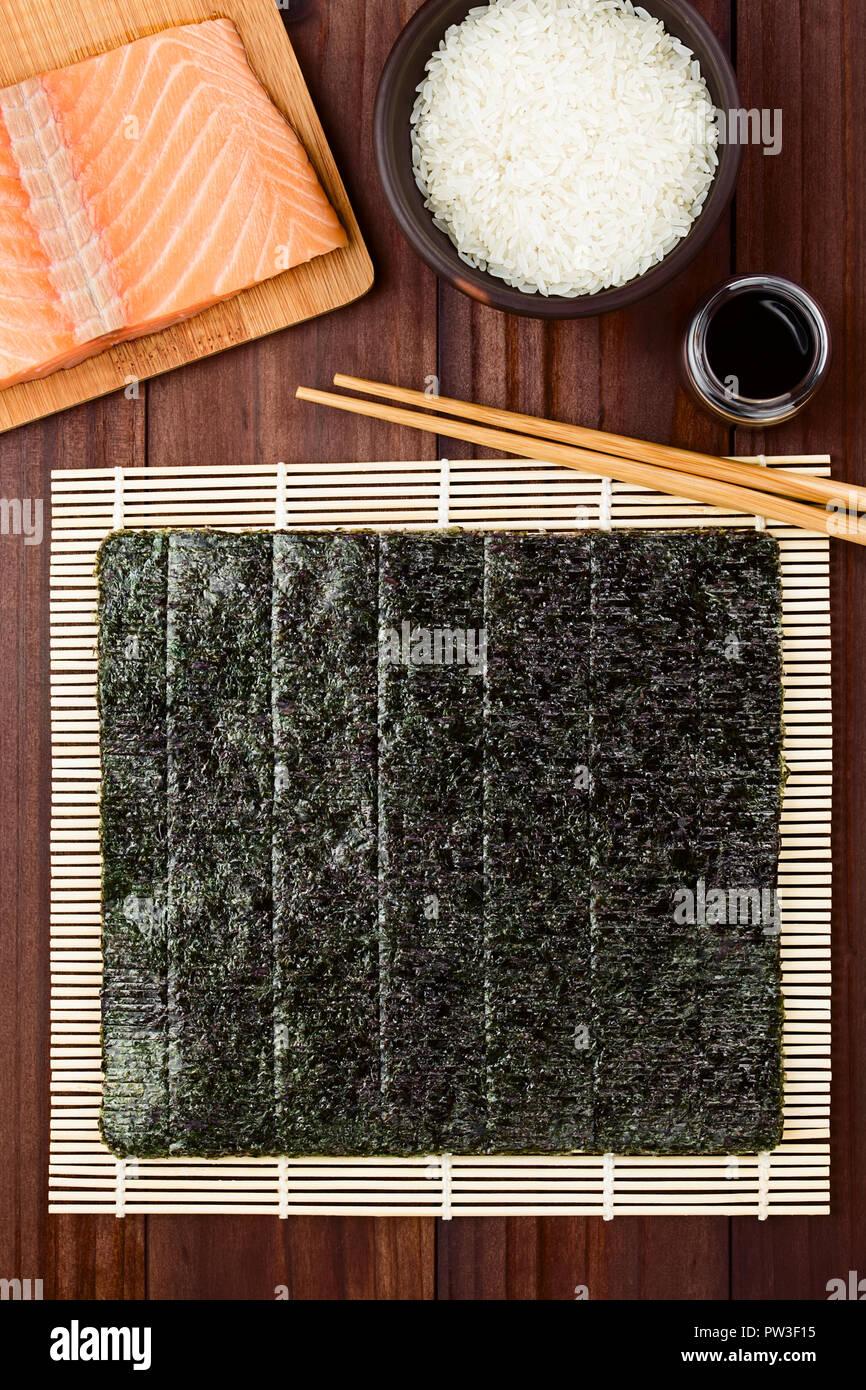 Sushi Zutaten Nori Algen Auf Makisu Bambus Matte Fur Walzen