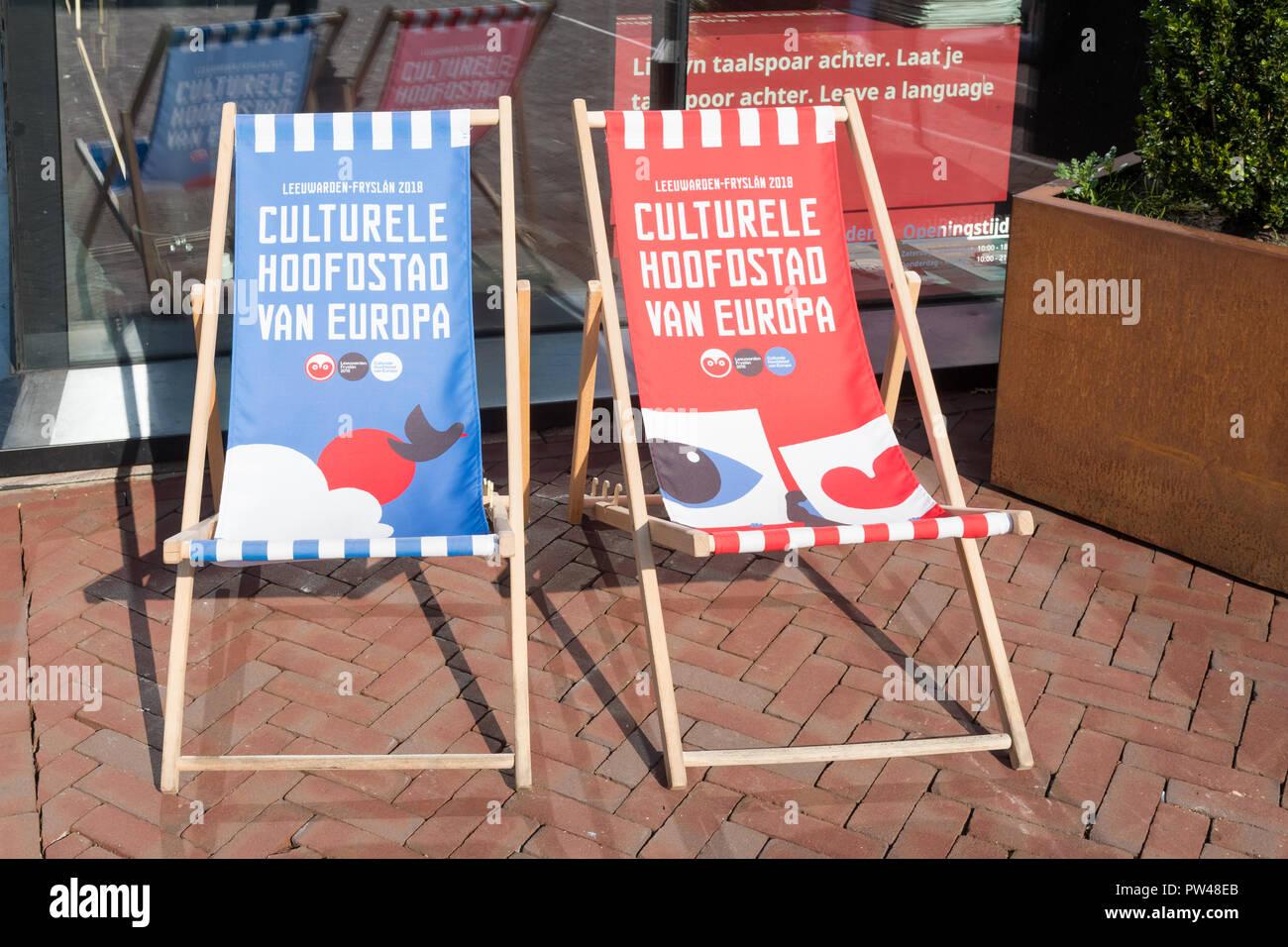 Leeuwarden, Friesland, Niederlande - Europäische Kulturhauptstadt 2018 - logo Liegestühle Stockbild