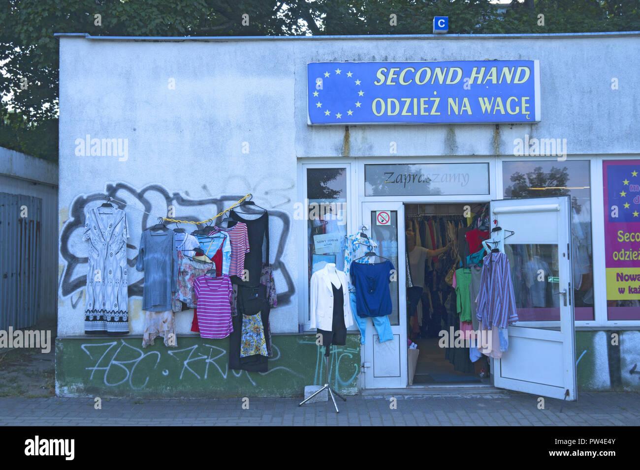 the best attitude fa232 3a379 Gebrauchte Damenbekleidung Stockfotos & Gebrauchte ...