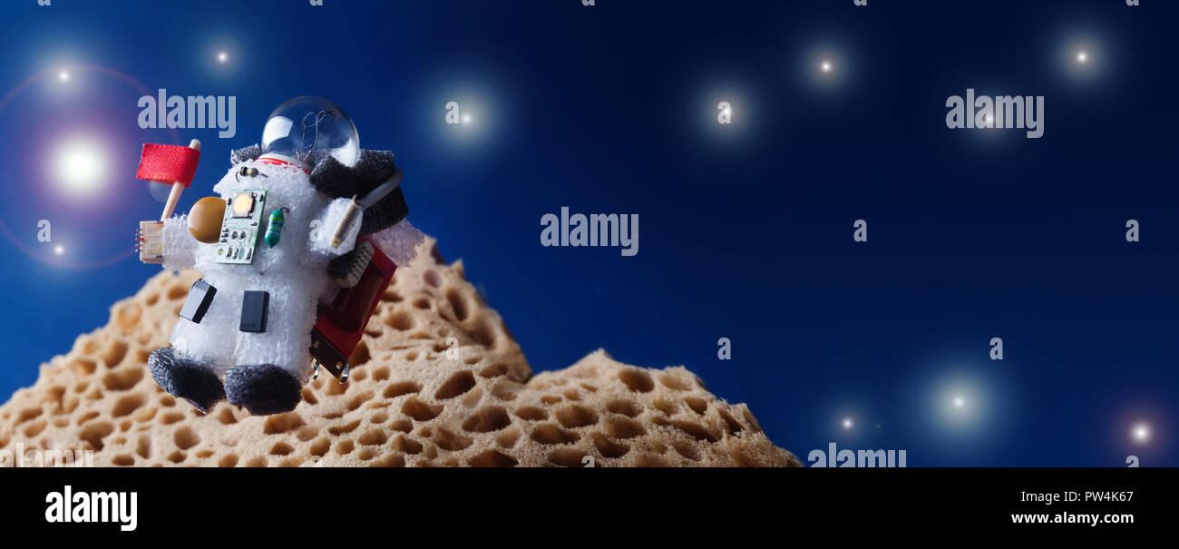 Flying Kosmonaut spaceman mit roter Flagge. cosmos Galactic exploration Konzept. kopieren. Glühlampe Charakter in Spacesuit astronaut Munition gekleidet. kopieren. Stockbild