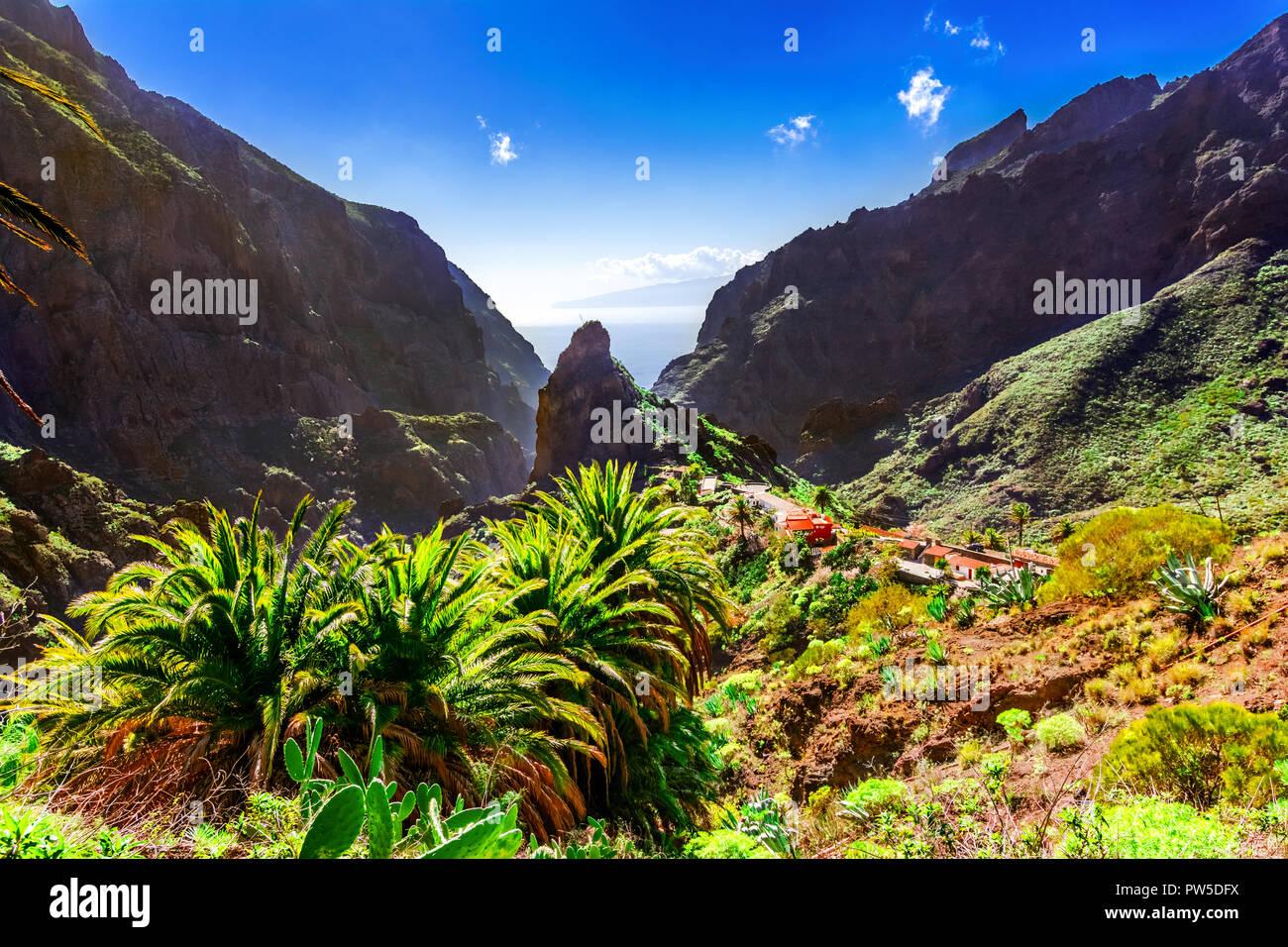 Masca, Teneriffa, Spanien, Kanarische Inseln: Kleines Bergdorf Masca auf der Insel Teneriffa auf den Kanarischen Inseln, die den Berg Macizo de Teno Gebirge Stockbild