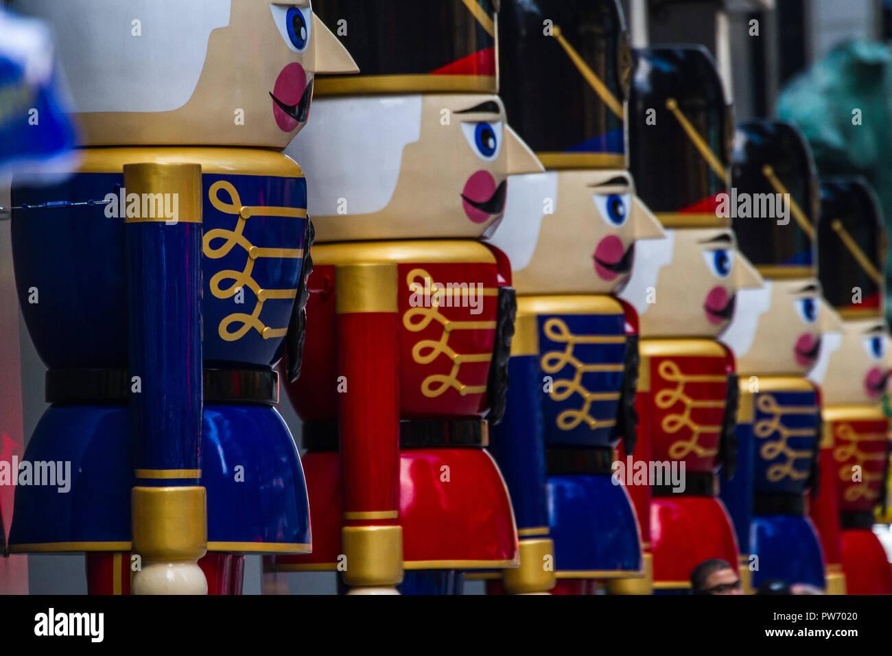 Spielzeug Soldaten aufgereiht an Weihnachten in New York Stockfoto ...