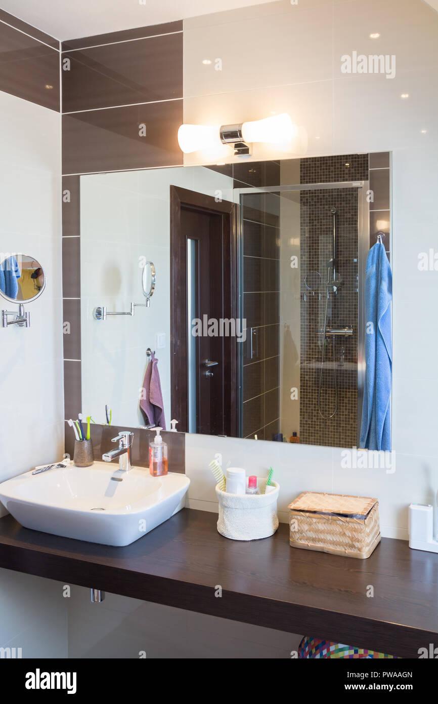 Moderne Badezimmer design Stockfoto, Bild: 222118645 - Alamy