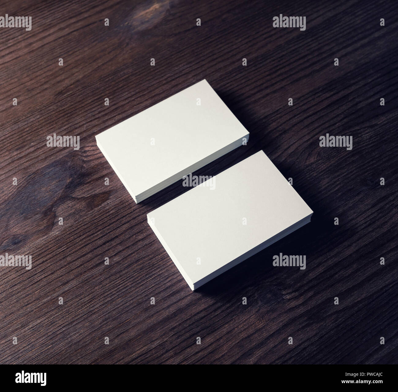 Zwei Leere Visitenkarten Auf Holz Hintergrund Für Design