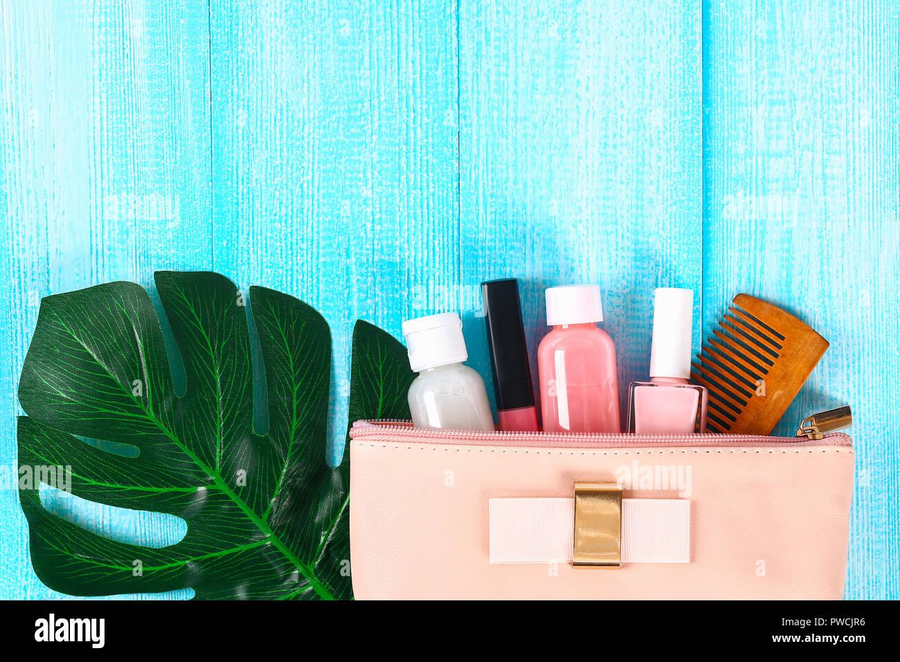 Kosmetik In Einem Rosa Kosmetiktasche Lip Gloss Sahne Nagellack