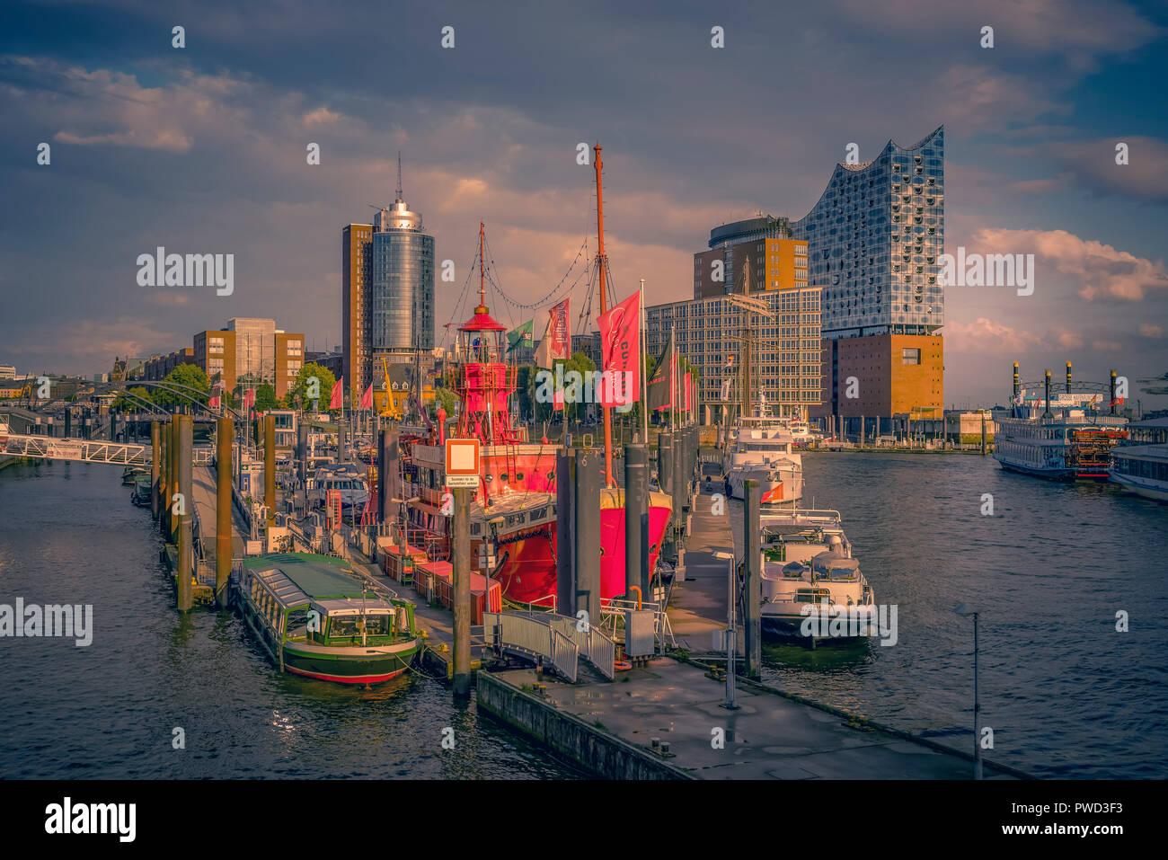 Deutschland, Hamburg, Hafen, Speicherstadt, Hafencity, Überseebrücke, Feuerschiff, Elbphilharmonie Stockbild