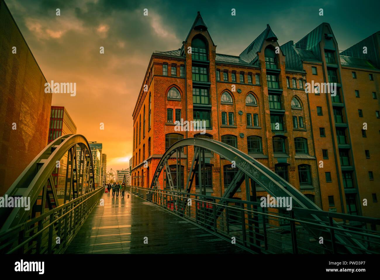 Deutschland, Hamburg, Speicherstadt, Hafencity, Durchdeklinierten, Brücke Stockbild
