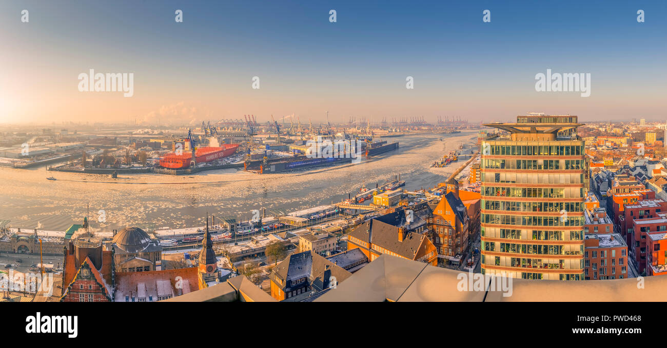 Deutschland, Hamburg, St. Pauli Fischmarkt, Hafen, Elbe, Blohm und Voss Stockbild