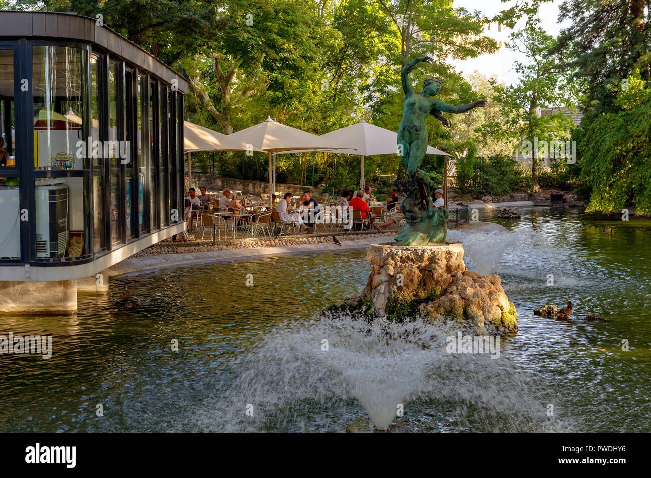 """Frankreich. Vaucluse (84). Avignon. Garten des Doms. Skulptur von Félix Gras unter dem Titel """"Venus Schwalben' Stockbild"""