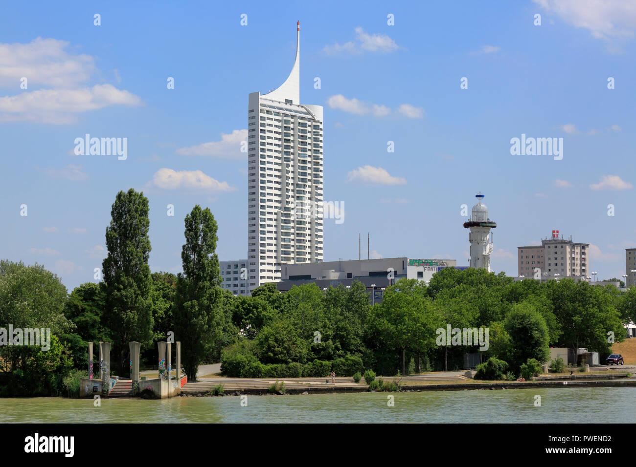 Österreich, A-Wien, Donau, Hauptstadt, Donau City, Neue Donau Hochhaus, Wohnturm, Flusslandschaft, Donau Landschaft, Donau Promenade, Donauufer, cumulus Wolken Stockbild