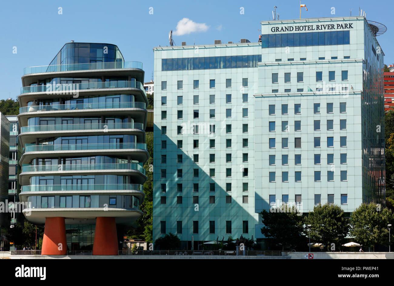 Slowakischen Republik Slowakei Bratislava Hauptstadt Donau Kleine Karpaten Grand Hotel River Park Am Ufer Der Donau Donauuferpromenade Stockfotografie Alamy