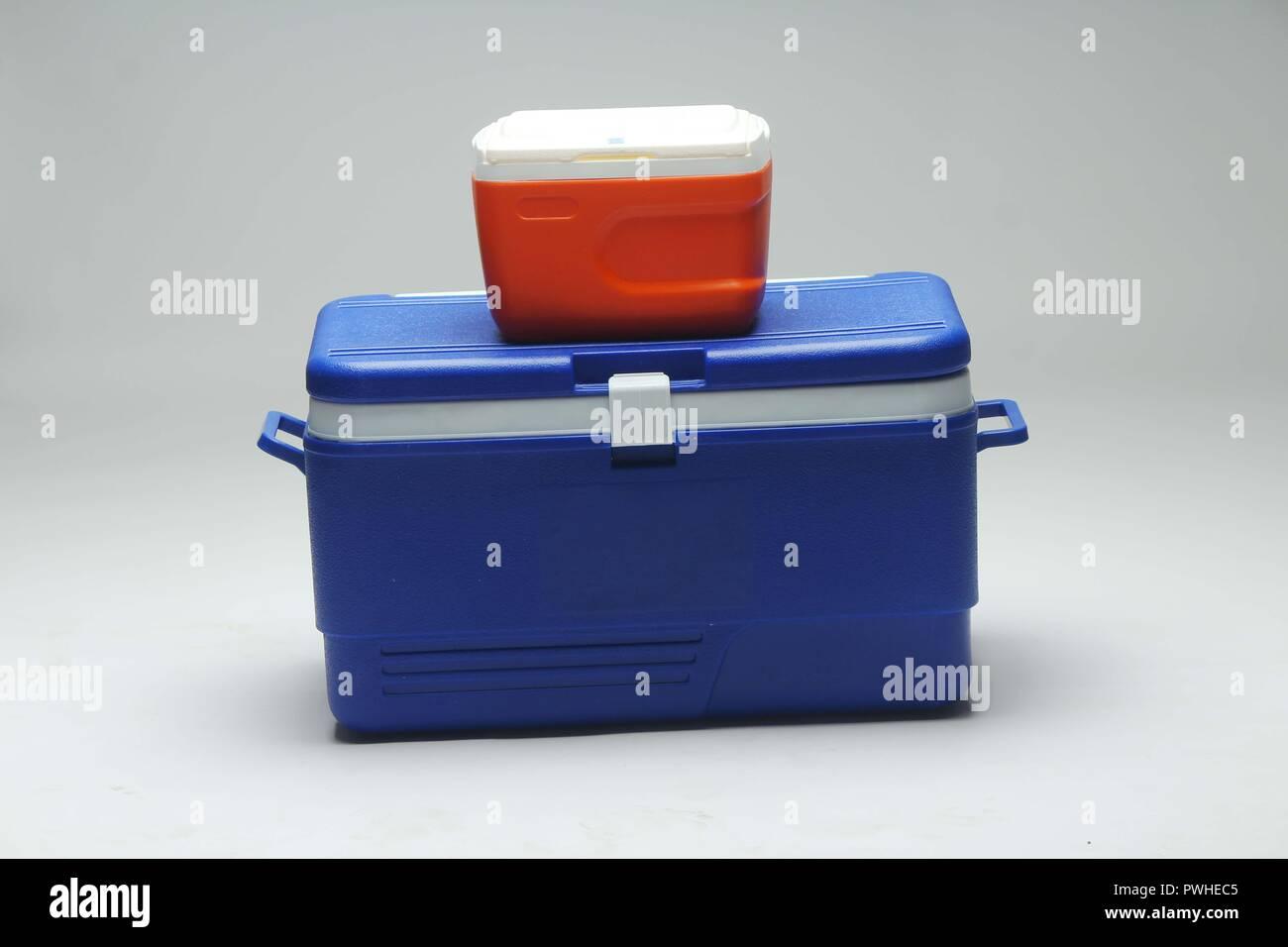 Kühlschrank Box : Rot und blau handheld kühlschrank ice box mit weißem hintergrund