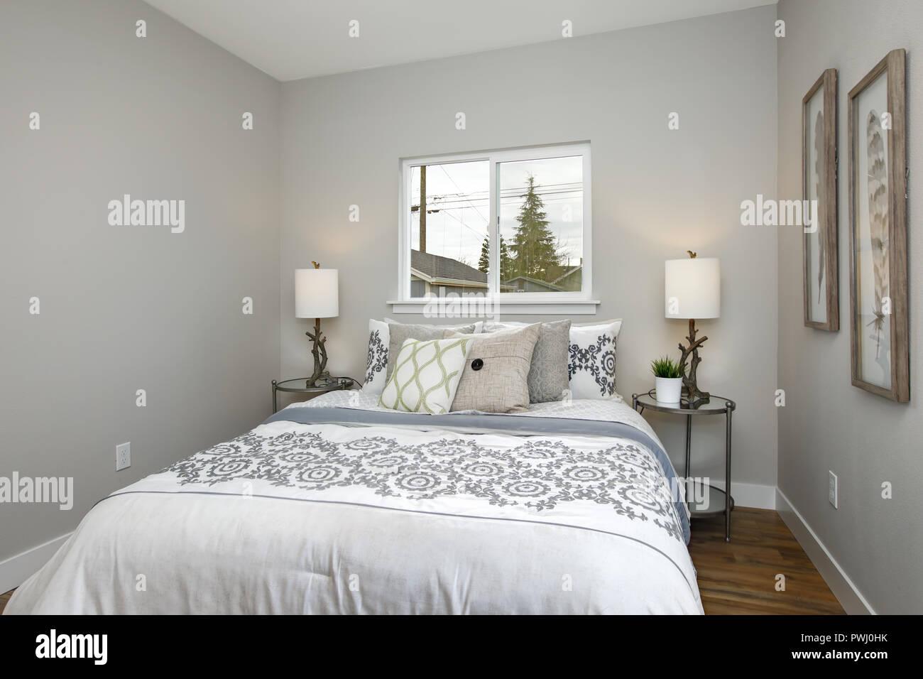 Schöne Graue und Weiße Schlafzimmer mit stickmuster Betten ...