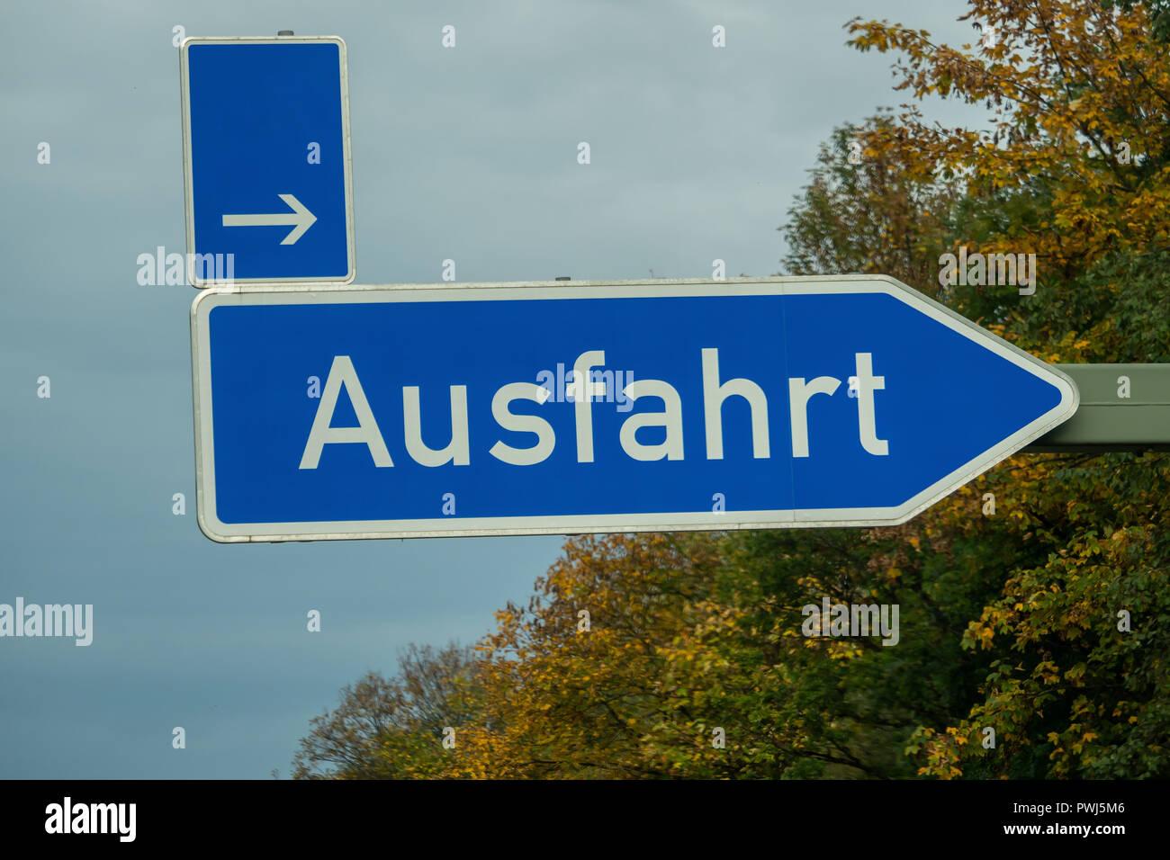 Schild Ausfahrt Auf Der Autobahn Stockfoto Bild 222290438 Alamy