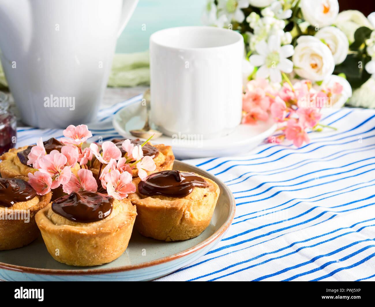 Kuchen Mit Frangipane Cherry Marmelade Und Schokolade Zuckerguss