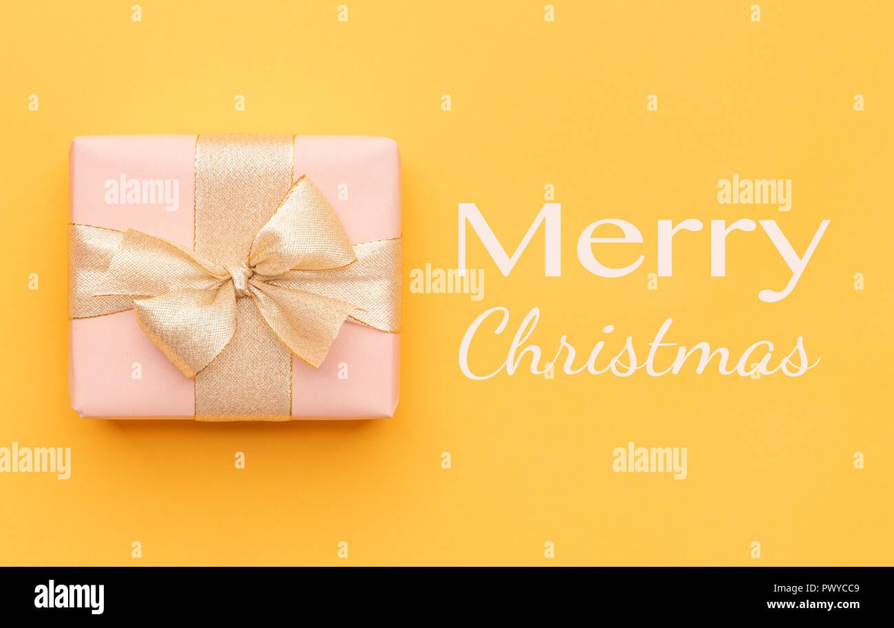 Schöne Geschenkideen Weihnachten.Weihnachten Hintergrund Schöne Weihnachten Geschenk Auf Gelben