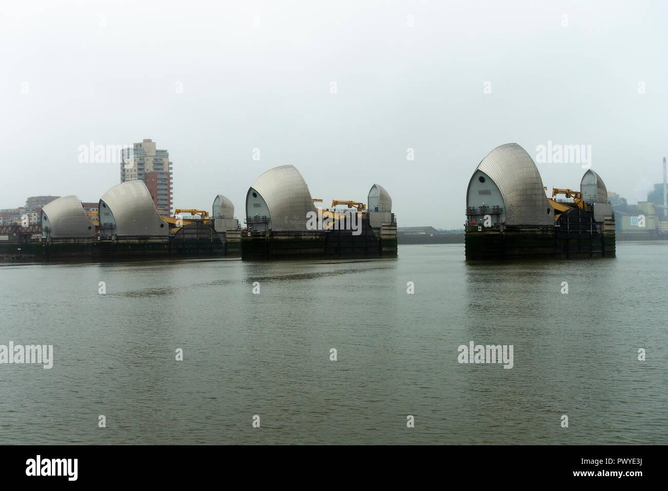 Die Thames Barrier Hochwasserschutz in der Themse in der Nähe von Greenwich und Silvertown Greater London England United Kingdom Stockbild