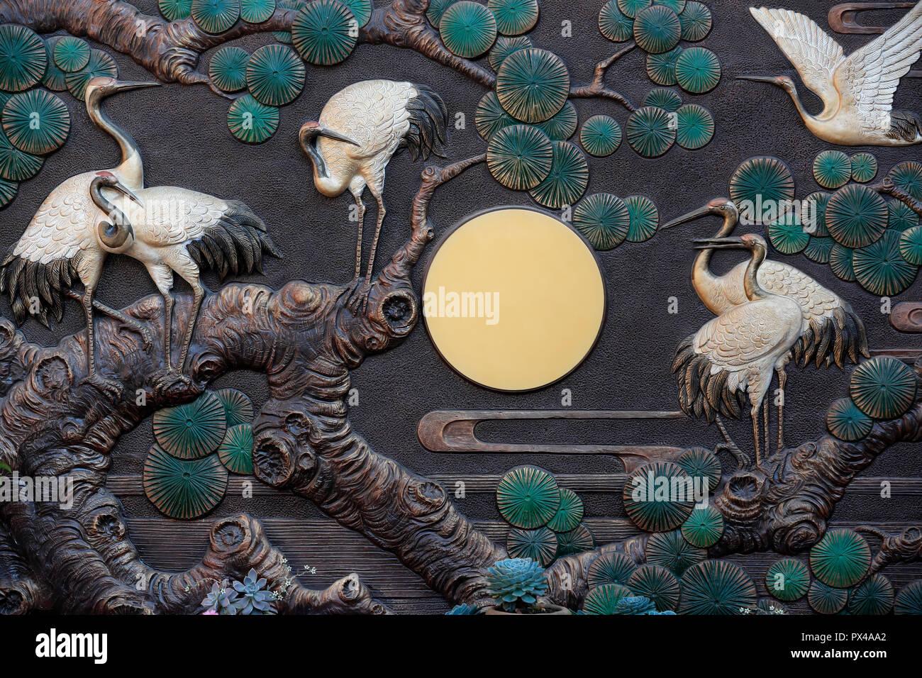 Linh Phong buddhistischer Tempel. Rot gekrönter Krane eine Symbolik der Langlebigkeit und viel Glück. Dalat. Vietnam. Stockbild