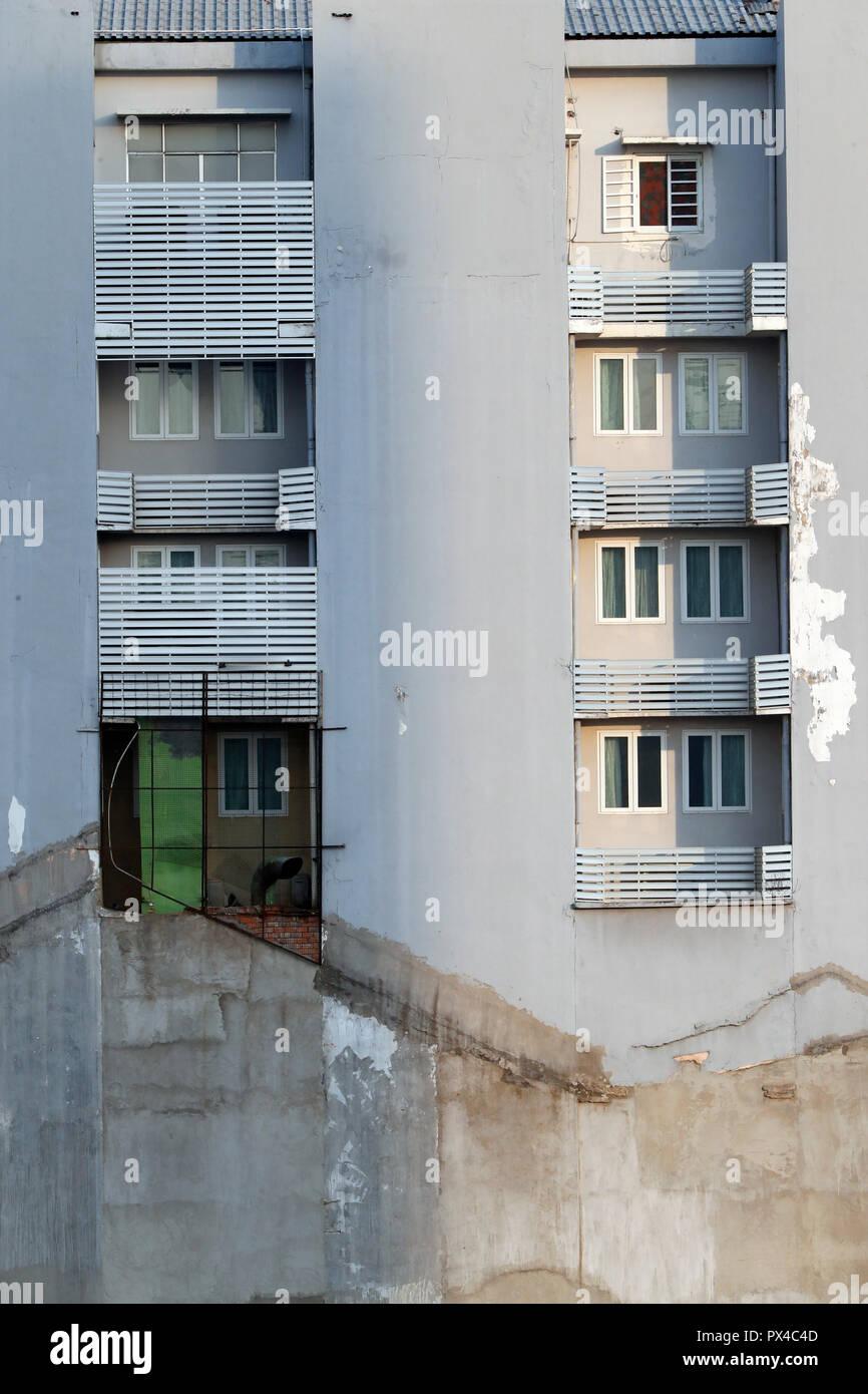 Architektur Detail eines alten Mietshauses. Stadtviertel 1. Ho Chi Minh City (Saigon). Vietnam. Stockfoto
