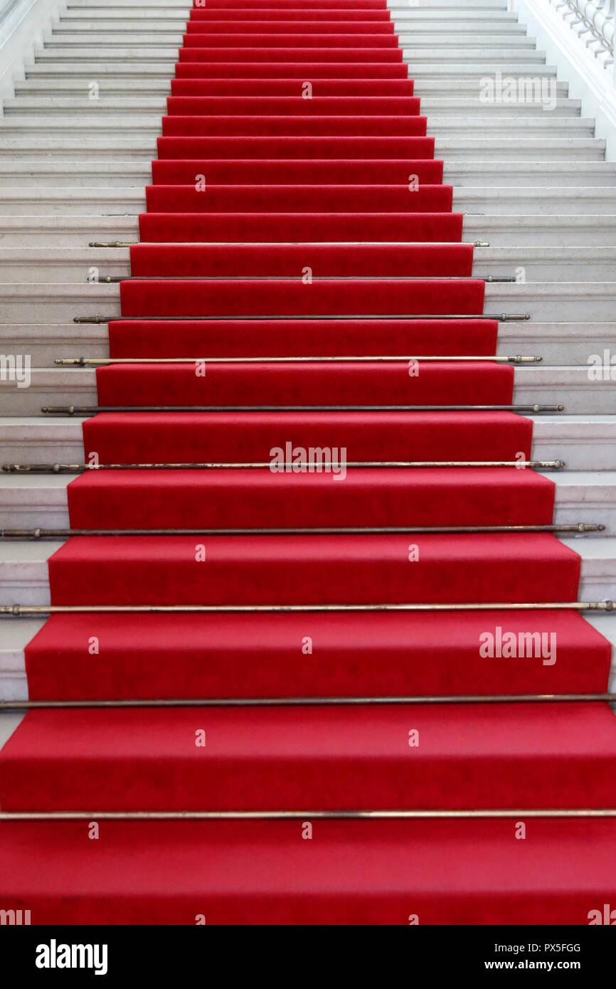 Museum für Kunst und Geschichte. Red Carpet führenden Treppe. Genf. Die Schweiz. Stockbild