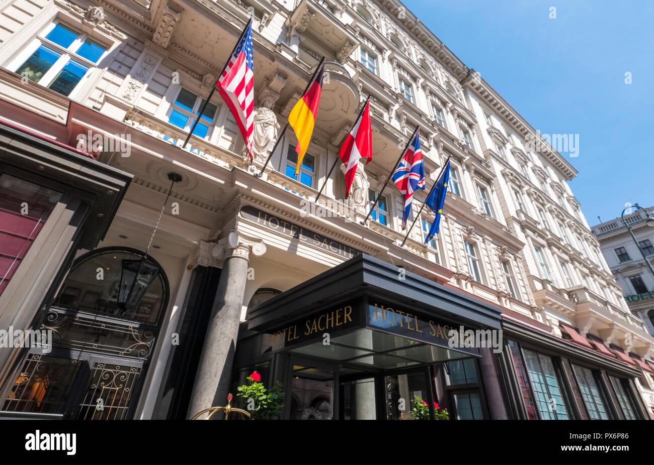 Von Aussen Das Beruhmte Hotel Sacher Wien Osterreich Europa