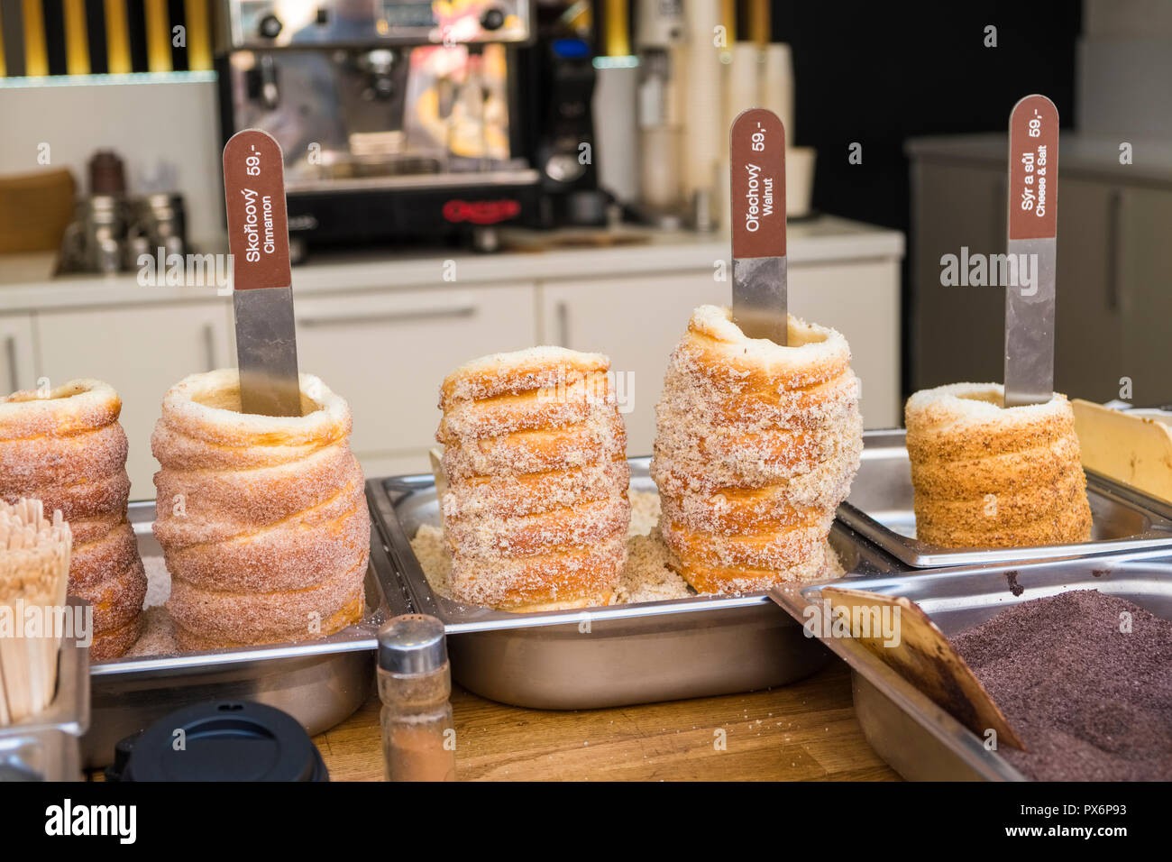 Knödel Stil der Tschechischen Donuts, Trdelnik auf Verkauf in Brünn, Tschechische Republik, Europa Stockbild