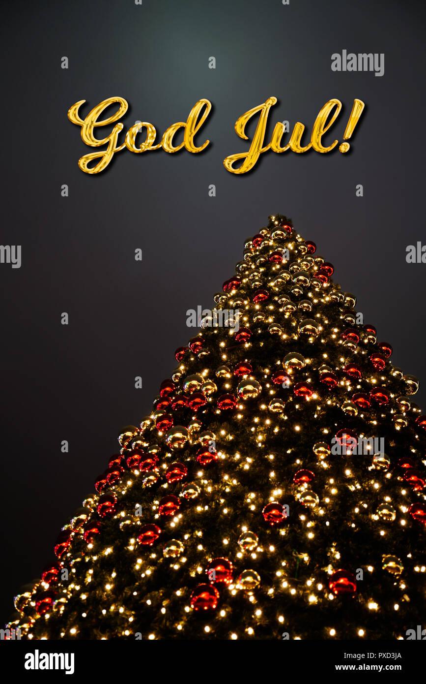 Frohe Weihnachten Schwedisch.Einen Weihnachtsbaum Mit Goldenen Und Roten Dekoration Der