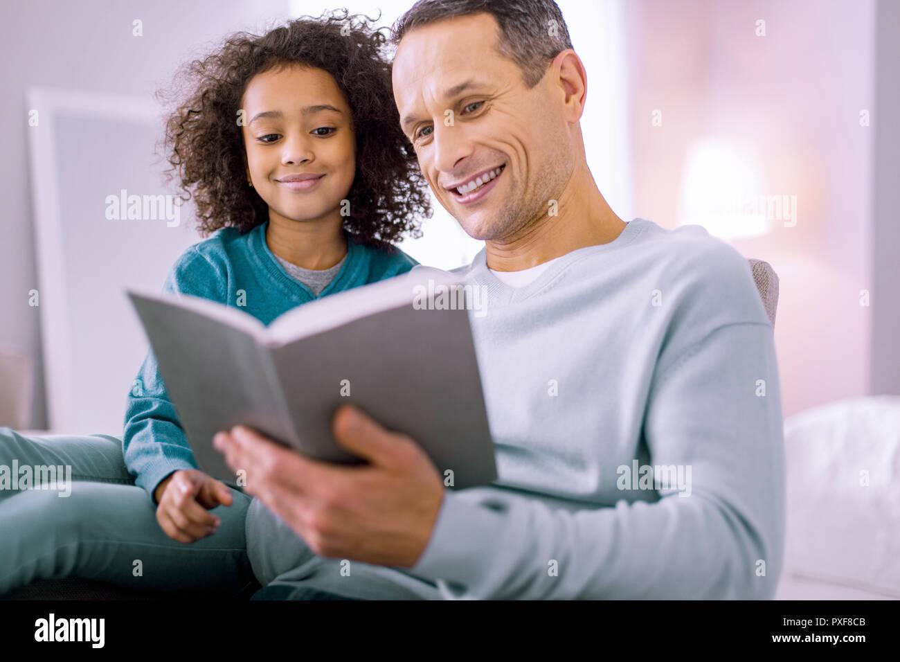 Ich datiere ein Mädchen mit Papa Probleme