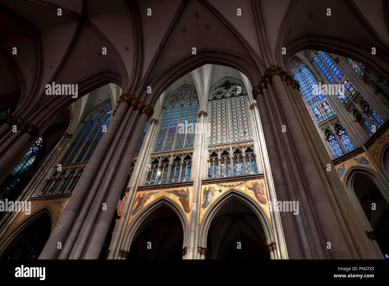 Windows in den Chor der Kathedrale, Köln, Deutschland. Fenster im Chor des Doms, Koeln, Deutschland. Stockbild