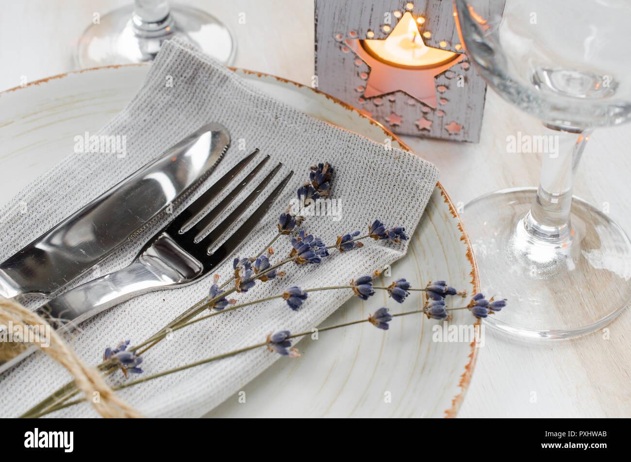 Festliche Tischdekoration Im Vintage Oder Stil Der Provence Mit