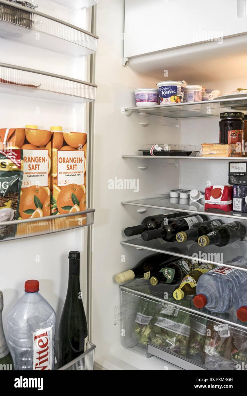 Kuehlschrank, offen, voll, Lebensmittel,, Haushaltsgeraet, elektrisch, Lagerung, Speisen, Nahrung, Essen, Aufbewahrung, Vorrat, Vorraete, Haltbarkeit Stockbild
