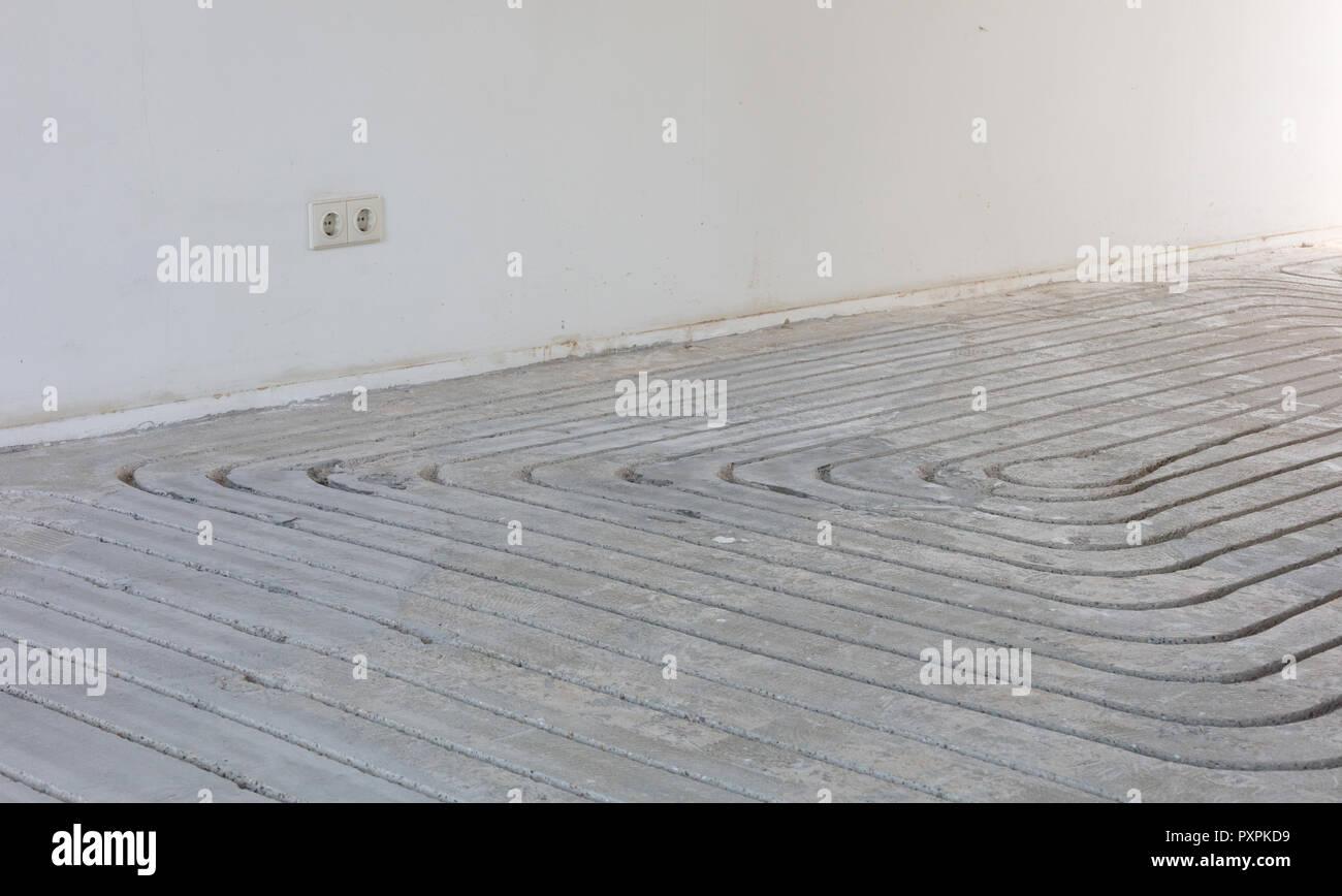 Betonfußboden Fräsen ~ Fräsen im betonboden vorbereitung für fußbodenheizung stockfoto