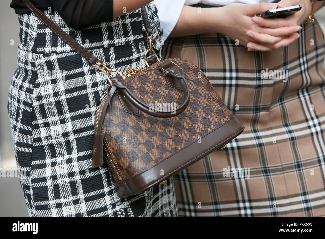 a71dad18c9e4e Louis Vuitton Kariert Stockfotos   Louis Vuitton Kariert Bilder - Alamy
